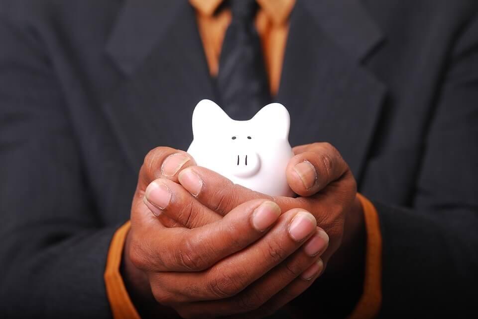 Organização financeira: como economizar com a conta de celular?