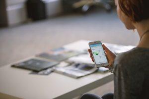 5  malefícios de ficar muito tempo no celular e como reduzi-los